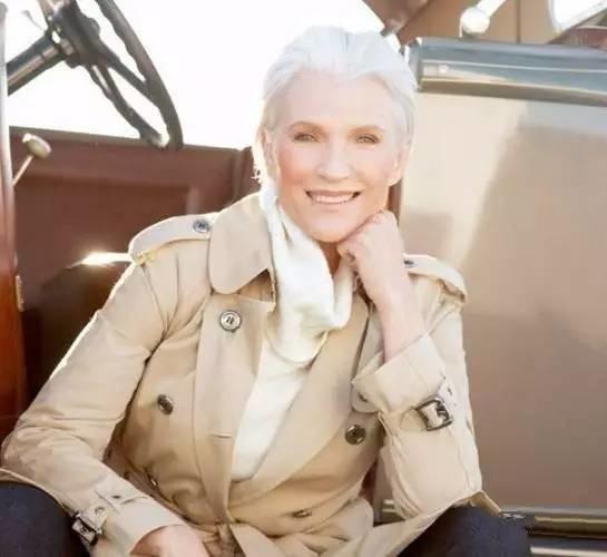 她60岁拍裸照,63岁拍孕妇照,竟还培养出一个身价200亿的儿子